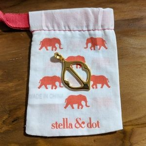 NEW STELLA & DOT Fortuna Pendant Gold with Pouch